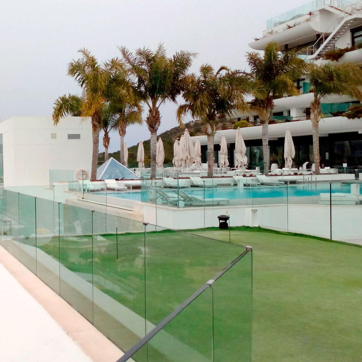 Césped artificial para hoteles por greenbusters